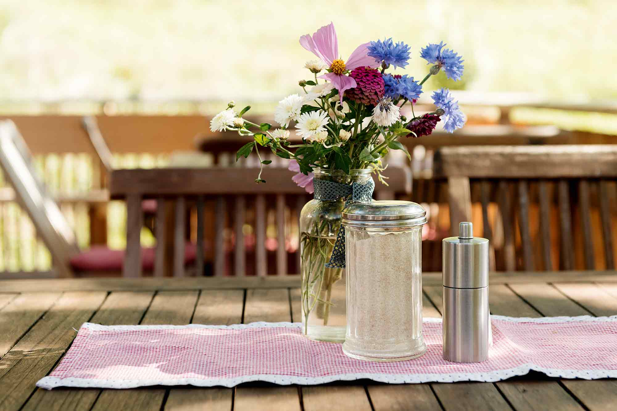 Eselsmühle Restaurant Tisch Blumen